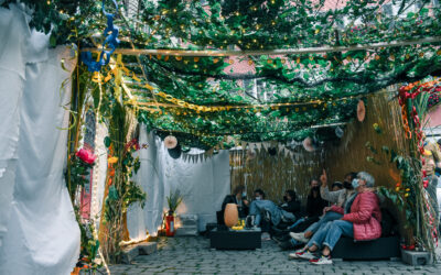 Visiting Friends – Encounters in the Sukkah